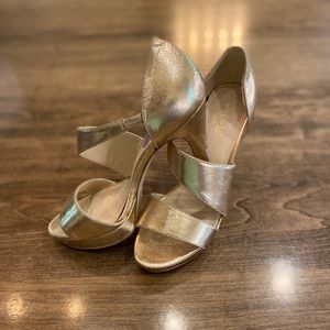 NWT! Sz 8.5 champagne gold Nine West strappy heels